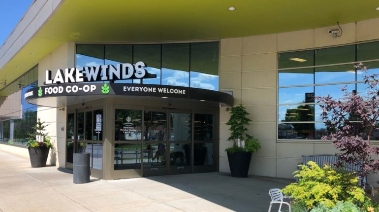 Lakewinds Richfield Front Entry